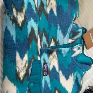 Patagonia milulti color 4 snap fleece, NWT